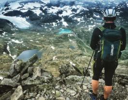 På väg ner från Fanaråken, 2064möh, mot Styggedalsglaciären
